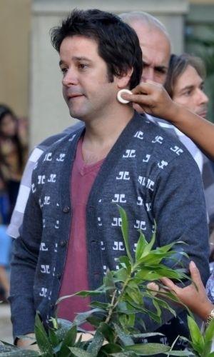 """19.jul.2010 - Murilo Benício é maquiado em intervalo de gravação de """"Ti-Ti-Ti"""" no Rio"""