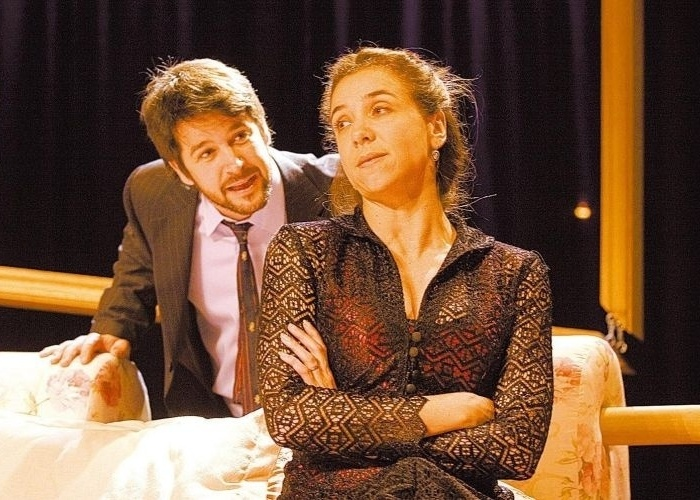 """28.jun.2007 - Murilo Benício e Marisa Orth em cena da peça """"Fica Comigo Esta Noite"""", do diretor Flavio de Souza"""