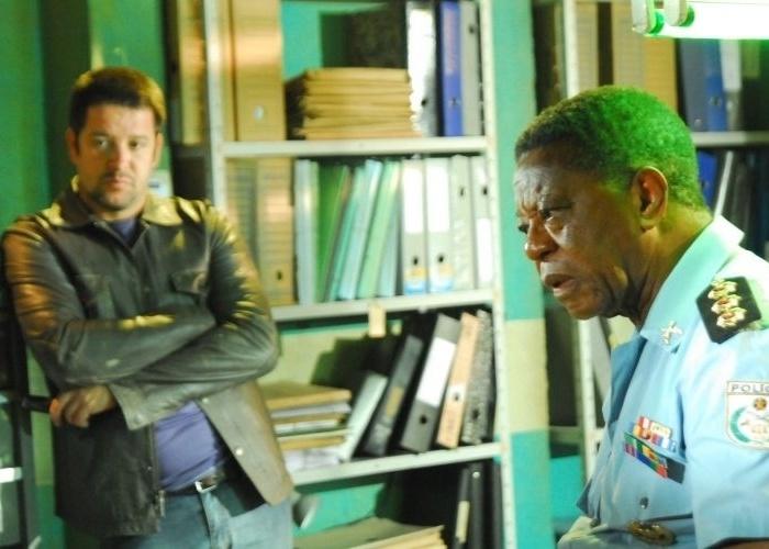 """6.abr.2010 - Murilo Benício e Milton Gonçalves, em cena da série """"Força-Tarefa"""", série policial da Globo que teve duas temporadas e terá a terceira depois de """"Ti Ti Ti"""""""