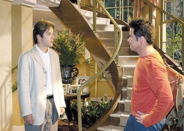 """1.mai.2002 - Murilo Benício em cena do primeiro encontro de Lucas (à esq.) e seu clone, Léo, personagens da novela """"O Clone"""", da Globo"""
