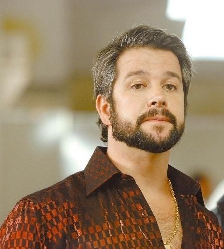 """16.abr.2008 - Murilo Benício encarna o malandro Dodi em cena de """"A Favorita"""", novela da Globo"""