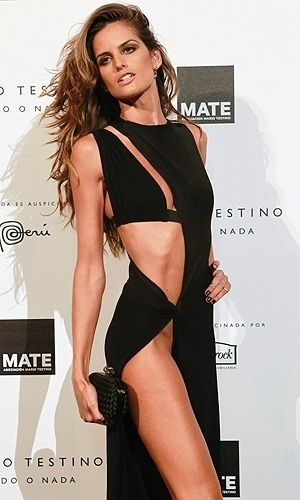 A modelo Izabel Goulart, 27, foi o principal assunto da festa da Mate, funda&#231;&#227;o que o fot&#243;grafo Mario Testino inaugurou em Lima, no Peru &#40;12/7/12&#41;. O vestido escolhido para a ocasi&#227;o era t&#227;o revelador que exigiu que a top fosse ao evento sem calcinha.