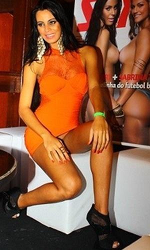 Durante a festa de lançamento na cidade, Lorena Bueri tirou o fôlego do público com um vestido muito curto. No entanto, foi um detalhe a menos que atiçou seus fãs: ela parecia estar sem calcinha