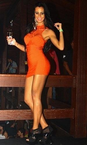 Lorena Bueri, Gata do Paulistão e capa da Sexy de julho, resolveu enlouquecer seus fãs em Vitória, no Espírito Santo