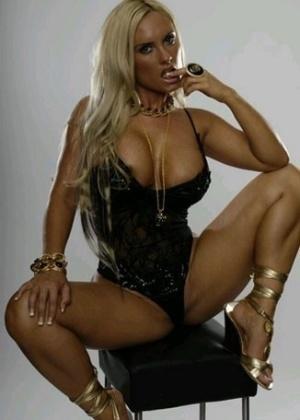 """A modelo e dançarina Nicole """"Coco"""" Austin, esposa do rapper Ice-T, ficou conhecida por ter um bumbum enorme, e garante que é natural."""