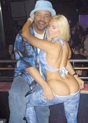 """A modelo postou uma foto antiga ao lado do marido Ice-T e escreveu: """"Oh meu Deus, essa foto é muito antiga. Tem 11 anos""""."""
