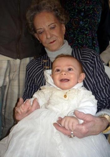 Este registro foi feito no batizado do sorridente Guilherme Lyrio Pearson, que aparece no colo da bisavó Laís Helena da Fonseca Pearson.