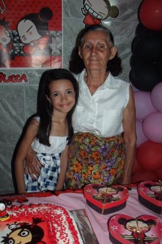 """""""Minha avó é tudo para mim"""", diz a pequena Maria Júlia sobre a avó Cleonice, de Recife (PE)."""