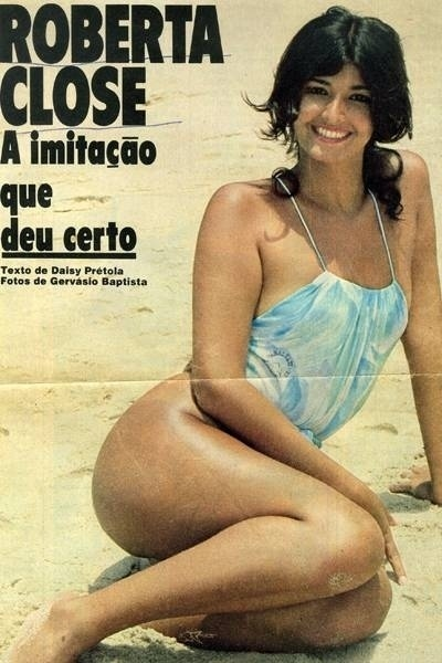 Roberta Close aparece em foto de revista com um mai&#244; azul. A imagem n&#227;o tem data