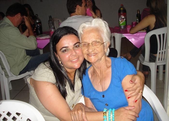 """""""Vó, você é muito linda, te amo eternamente"""", declara a neta de dona Geralda Duarte."""