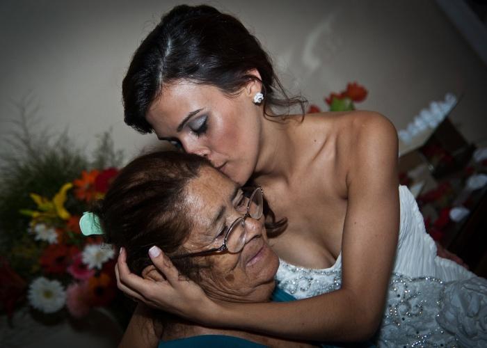 """A internauta Janira Assis de Moura, de Florianópolis (SC), homenageia a vovó Janira Assis de Moura com esta linda imagem: """"Minha vó é o grande amor da minha vida, meu exemplo em tudo. Agradeço a ela tudo o que já fez por mim. Sinto saudade todos os dias do seu abraço, do seu cheirinho, do seu cafuné, do seu carinho"""", conta a neta, que sente falta de dona Janira, que mora em Chapecó (SC)."""