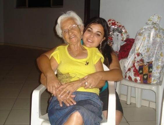 """""""Beijo a todas as vovós, em especial a minha, que é mais linda do mundo!"""", declara a neta Gleydiana à vovó Geralda, de Ipatinga (MG)."""