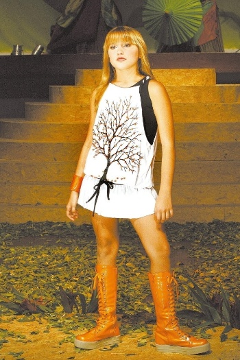 11.nov.2007 - Sasha, filha da apresentadora Xuxa, durante desfile da grife Bicho Comeu, no Circo Voador, na Lapa, no Rio de Janeiro