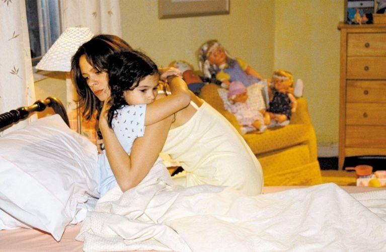 As atrizes Bruna Marquezine e Vanessa Gerbelli em cena da novela 'Mulheres Apaixonadas', da TV Globo (2003).