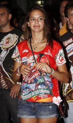 30.jan.2010 - Bruna Marquezine prestigia ensaio da escola de samba Grande Rio, no Monte Líbano, Rio de Janeiro