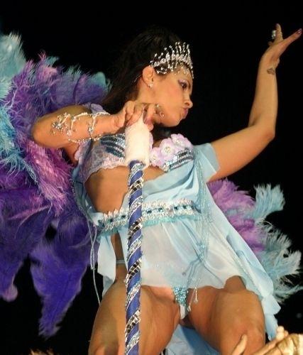 Em 2005, Suzana Alves desfila mais uma vez pela Gaviões da Fiel.