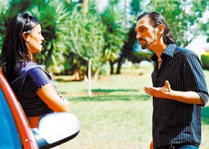 """Em 2006, a atriz grava cena do filme """"Boleiros 2"""" com Paulo Miklos. Suzana também esteve no elenco dos filmes """"O Cheiro do Ralo"""" (2006) e """"Falsa Loura"""" (2008)."""