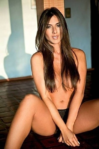 Nicole Bahls em ensaio para a revista &#34;Maxim&#34; de agosto de 2011, na &#233;poca que ainda integrava a equipe do &#34;P&#226;nico na TV&#34; na Rede TV!