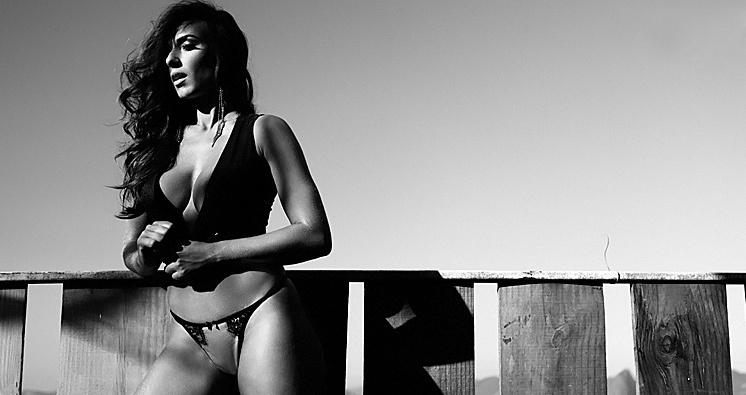 """Nicole Bahls faz ensaio para o site """"Paparazzo"""" na época em que ainda era panicat"""