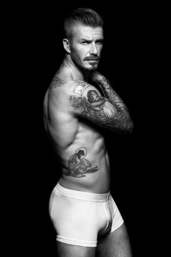 David Beckham mostrou o corpo sarado e coberto de tatuagens em um novo ensaio de cueca. O marido de Victoria Beckham assina uma nova campanha para a coleção Beckham Bodywear, da grife H&M. As imagens foram divulgadas no Facebook do jogador (16/8/12)