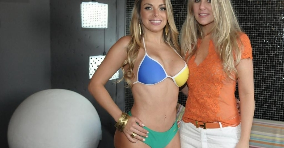 Jéssica Lopes e Íris Stefanelli posam para foto durante ensaio fotográfico do 'Miss Bumbum Brasil 2012'.