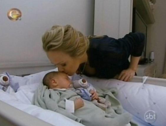 Soluc?es Para Quarto De Bebe Pequeno ~ beija o filho Arthur, no quarto do beb? A loira apresentou o pequeno