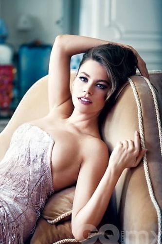 """""""Se você não tem bumbum grande, você não é nada"""", diz Sofia Vergara, musa de setembro da edição mexicana da revista """"GQ"""". A atriz colombiana, famosa pelo papel no seriado """"Modern Family"""" afirmou ainda """"eu não gosto quando o bumbum fica pequeno"""""""