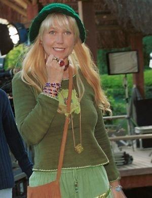 Xuxa caracterizada para as filmagens do filme 'Xuxa e os Duendes' (2001)