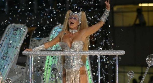 Xuxa foi homenageada pela escola Caprichosos de Pilares no Carnaval de 2004