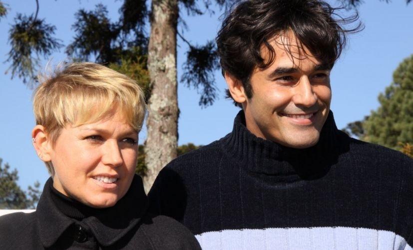 Xuxa e Luciano Szafir em Gramado para o 37º Festival de Cinema da cidade (13/8/09). Três meses depois o apartamento da apresentadora pegou fogo e o pai de Sasha sofreu intoxicação por causa da fumaça, chegando a ficar três dias internado no hospital