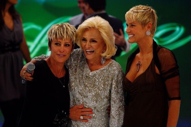 Ao lado de Ana Maria Braga e outros artistas, Xuxa participou do programa em que a apresentadora Hebe comemorou 81 anos (8/3/10)