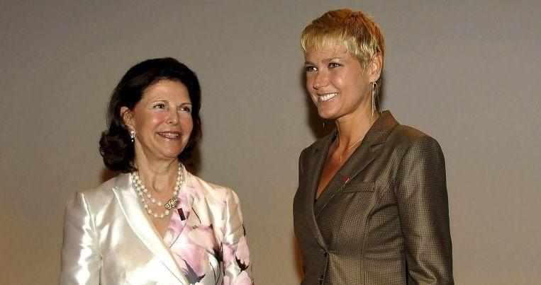 """Xuxa e a rainha Silvia da Suécia durante evento """"Não Bata, Eduque"""", onde a apresentadora citou o caso de Isabella Nardoni (25/3/10)"""