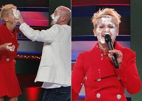 Xuxa leva uma tortada na cara durante a gravação do especial de Natal do seu programa, que foi ao ar em 24 de dezembro de 2011. O humorista Paulo Gustavo recebeu da apresentadora uma tortada e em seguida revidou