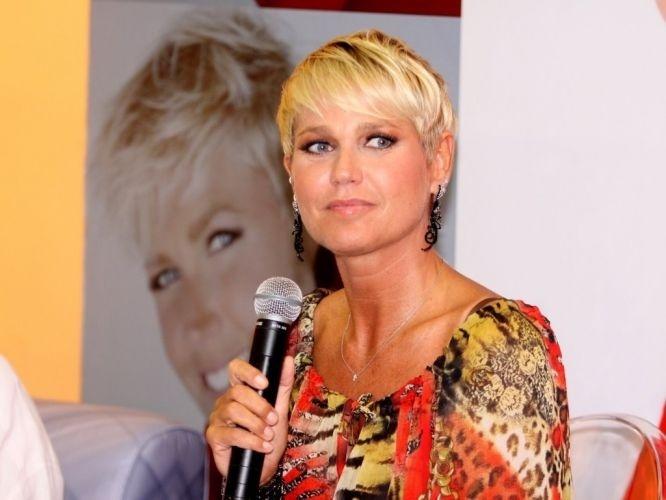 21.fev.2012 - Xuxa gravou programa especial para comemorar seu aniversário de 49 anos