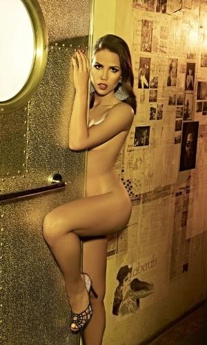 """Pérola Faria cresceu e virou um mulherão. A atriz de 21 anos posou nua para a capa da revista """"Status"""" de setembro."""