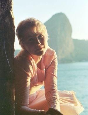 Xuxa no intervalo das filmagens de 'Xuxa Requebra', em Niterói (maio/1999). O filme, dirigido por Tizuka Yamasaki, contou com a participação de muitos artistas, incluindo Daniel, que interpretou o par romântico da loira