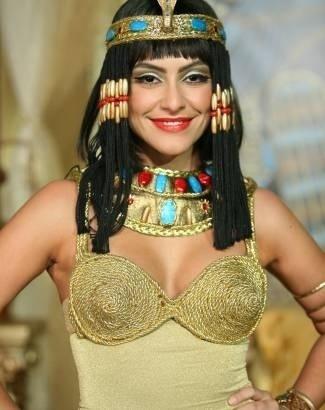 """Cleo Pires encarna a Cleópatra no """"Casseta e Planeta"""" (Maio/2007)"""
