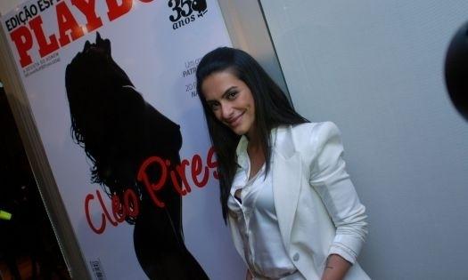 """3.ago.2010 - A atriz Cleo Pires respondeu a perguntas sobre o ensaio da """"Playboy"""" em coletiva realizada em São Paulo. Contrariando o que Cleo havia dito anteriormente, as imagens passaram por um processo digital para disfarçar """"gordurinhas"""""""