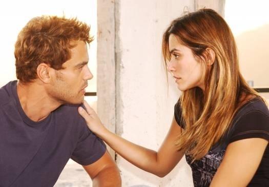 """Abr.2006 - Em sua segunda novela, """"Cobras & Lagartos"""", a atriz fez par romântico com Carmo Dalla Vecchia. Na trama das sete, Cleo vivia a rebelde Letícia"""