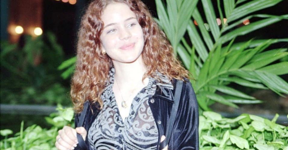 """1998 - A atriz Leandra Leal durante apresentação do elenco da novela """"Pecado Capital"""", da Rede Globo, no Projac"""