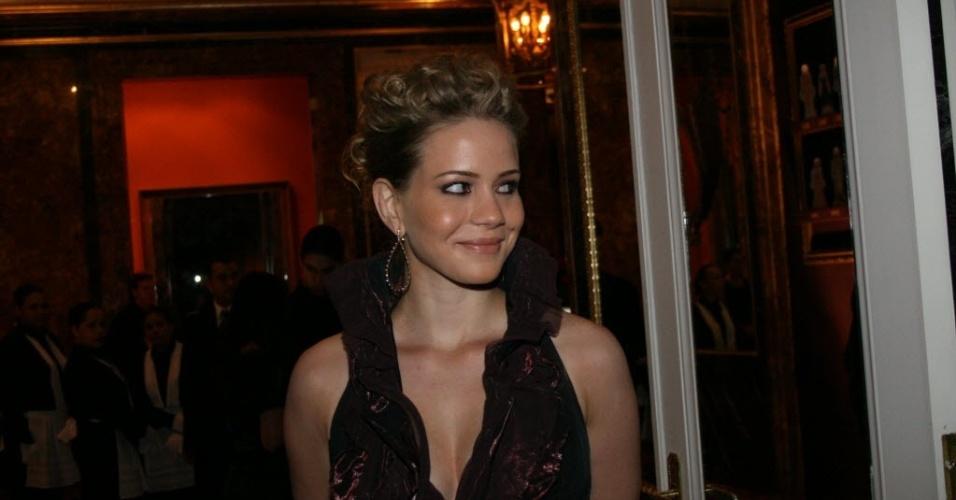 """a atriz Leandra Leal na festa de lançamento da novela da Rede Globo """"Ciranda de Pedra"""", no restaurante O Leopolldo, em São Paulo"""
