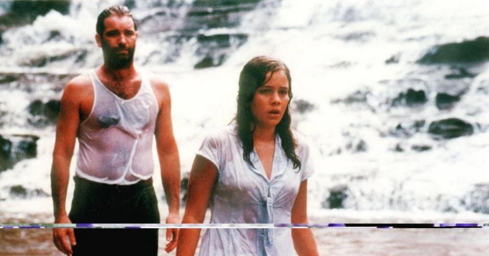 """1999 - Leandra Leal ao lado de Jairo Mattos em cena do filme """"O Viajante"""", de Paulo Cezar Saraceni"""