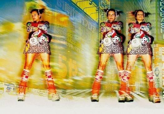 """Jun.2005 - A atriz Cleo Pires incorpora o universo dos mangás para a revista """"Vogue RG"""""""