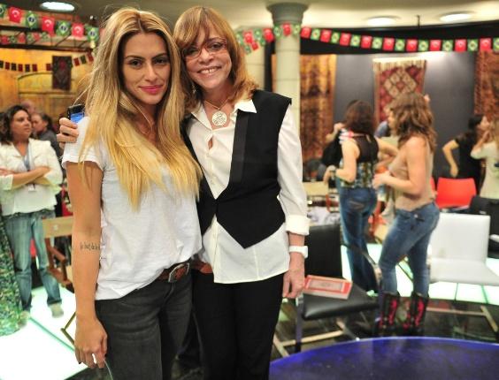 """Ao lado de Glória Perez, Cleo Pires exibe visual de sua personagem em """"Salve Jorge"""" (7/5/12)"""