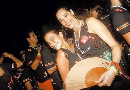 Fev.2006 - Cleo Pires e a amiga Christiane Torloni em área exclusiva do show dos Rolling Stones, durante apresentação da banda na praia de Copacabana, no Rio de Janeiro