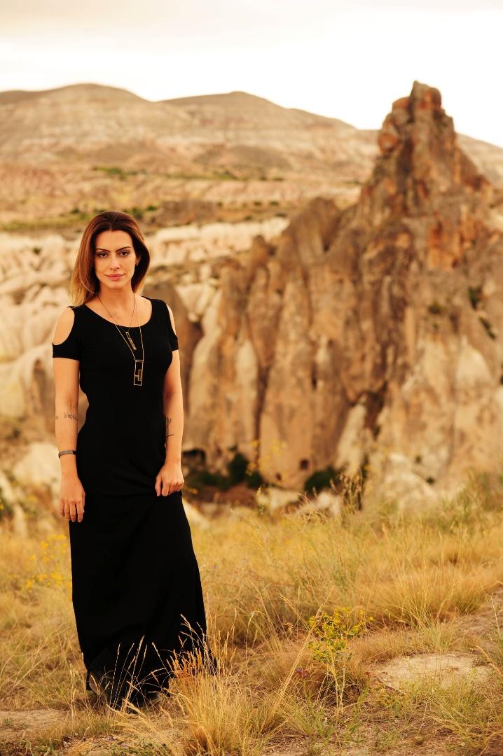 """2012 - Cleo Pires durante gravação de """"Salve Jorge"""" na Capadócia (Turquia). Na trama, Cleo deu vida à Bianca e contracenou com Domingos Montagner"""