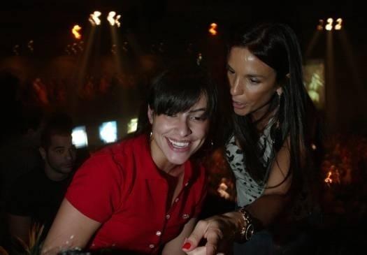 Jun.2007 - Cleo Pires e a amiga Ivete Sangalo durante show de Lauryn Hill, no Tom Brasil, em São Paulo