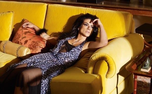 """Cleo Pires estampou a capa da edição comemorativa de 5 anos da revista """"Joyce Pascowitch"""" (2011)"""