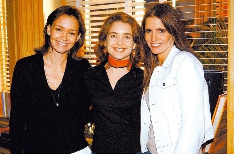 """Da esquerda para a direita, Julia Lemmertz, Claudia Abreu e Malu Mader nos bastidores da novela """"Celebridade"""", no Rio de Janeiro (4/9/03)"""