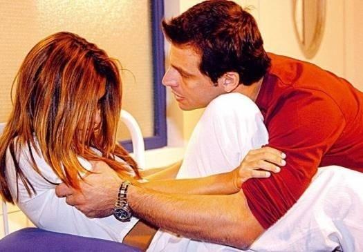 """Abr.2006 - Em """"Cobras & Lagartos"""", Cleo Pires também atuou com Henri Castelli"""